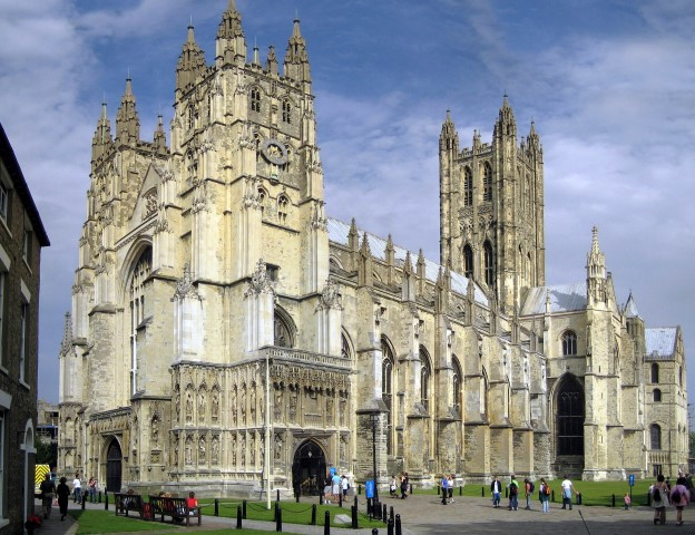 Canterbury_Cathedral_-_Portal_Nave_Cross-spire
