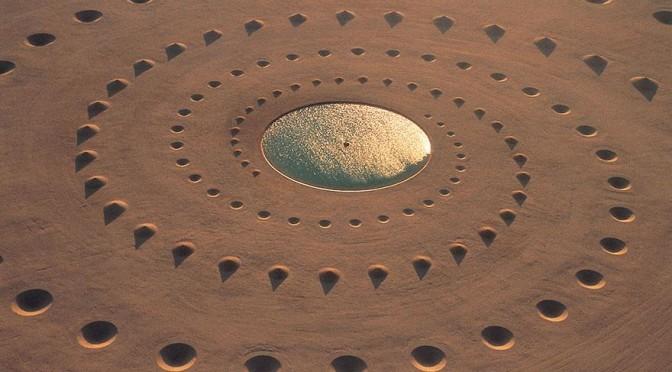 Epica opera d'arte nel deserto del Sahara che resiste ancora dopo 17 anni