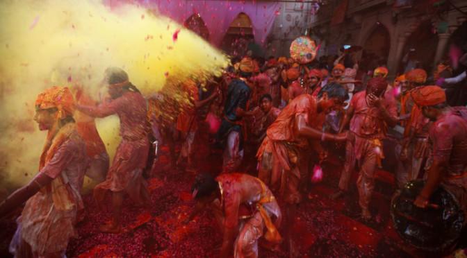Lathmar Holi 2014: 12 Foto mozzafiato per vivere tutti colori dell'India