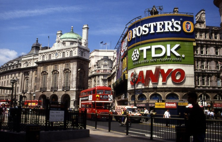 Piccadilly_circus_1992_07
