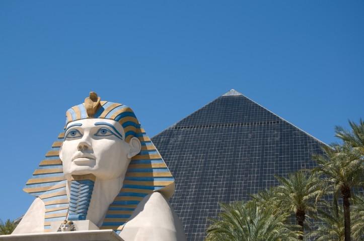The_Luxor,_Las_Vegas_(4583190273)