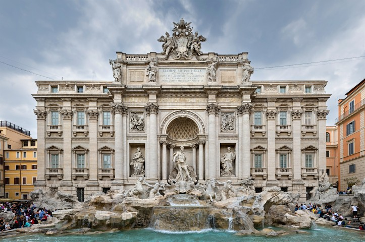 Trevi_Fountain_Rome_(capital_edit)