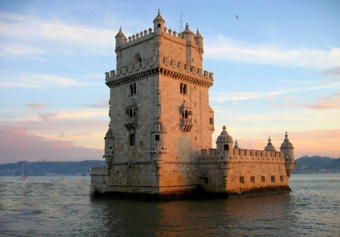 Belem_Tower,_Lisbon,_Portugal-26Dec2003